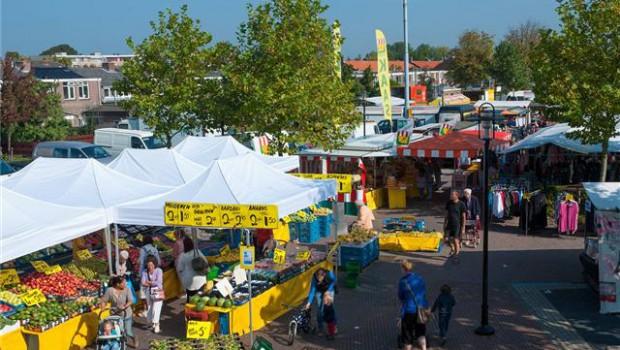 Maandag wekelijkse markt in Dorpshart Lisse
