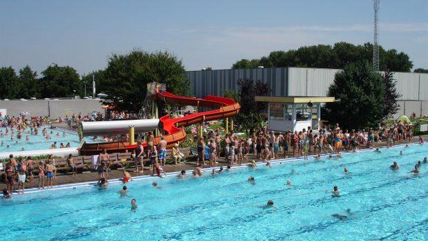 buiten zwemmen bij zwembad de vosse in hillegom bollenstreek On buitenzwembad nederland