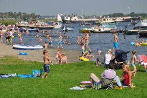 Recreatiestrand aan 't Joppe in Warmond