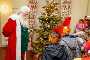 Kerstman bij kasteel Keukenhof
